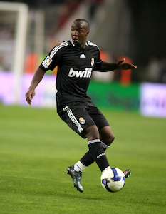 Lassana Diarra playing for Real Madrid